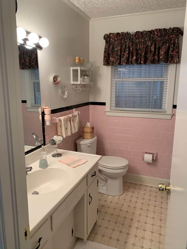 Retro Pink and Black Bathroom